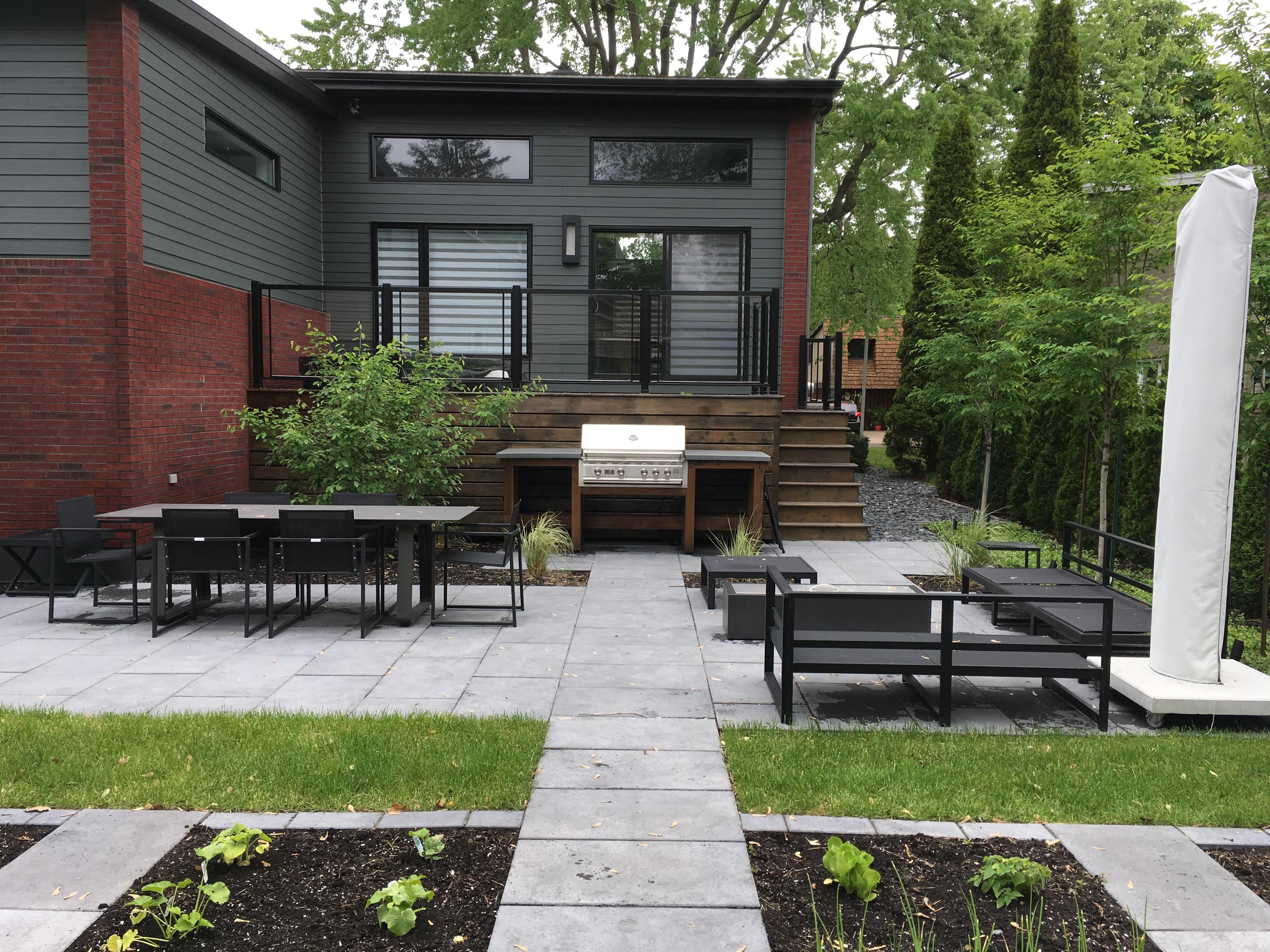 jardins-piniere-terrasse-pave-multifonctionnelle-coin-repas-coin-feu-cuisine-exterieure